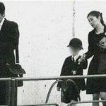 週刊誌に掲載された、篠原涼子さんと市村正親と子供(長男)の入学式の際の写真