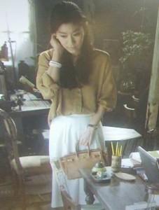 オトナ女子で中原亜紀(篠原涼子)愛用の茶・橙ハンドバッグ・カバン
