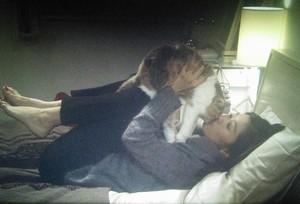オトナ女子中原亜紀(篠原涼子)飼い猫ちくわちゃん5話ベッドでキス