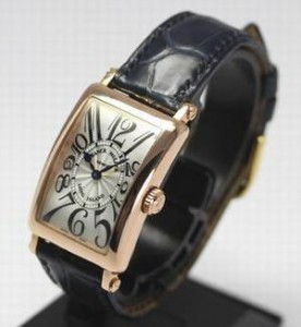 オトナ女子篠原涼子(中原亜紀)アクセサリー時計のFRANCK MULLER(フランク ミュラー)のロングアイランド902QZ?