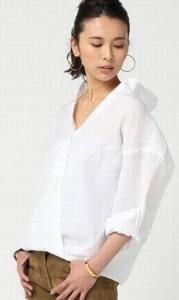 オトナ女子篠原涼子衣装イタリアセイサン(イタリア生産)の「リネンカシュクールシャツ」