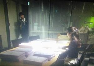 ドラマオトナ女子前川亮介(吉沢亮)が、差し入れを持って手伝いに来る