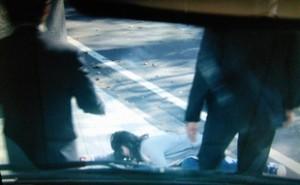 エンジェルハート5話早川たちが倒れた少女(パイラン)を見つける。この後が「お見苦しい点・お見苦しい所」のシーン