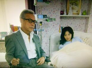 早川は女の子(パイラン)を助けて話をする