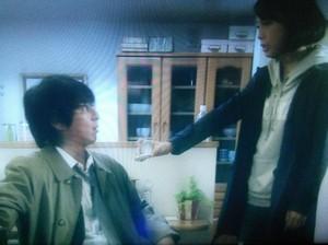 ドラマエンジェルハート6話、槇村秀幸がなかなか渡せない婚約指輪を香がつきだす
