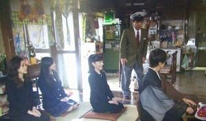 17回忌の法要が始まる桜庭家。