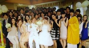 英会話スクールで結婚式にて記念撮影
