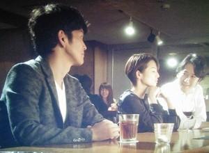 大崎と栗田が話していると、レンタル彼氏の田代(丸山智己)が現れ3人で話をする