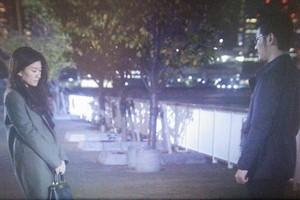 池田優さんと会う亜紀(篠原涼子)