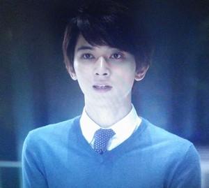 前川亮介(役:吉沢亮)は亜紀を追いかけ、信じてますから