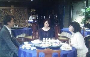 大崎は、中華料理店で母と、栗田社長との顔合わせ