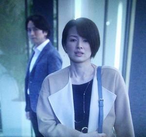 オトナ女子栗田社長と言い合いして、立ち去る大崎。