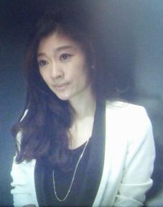 ドラマオトナ女子、篠原涼子黒ベース衣装にネックレス2