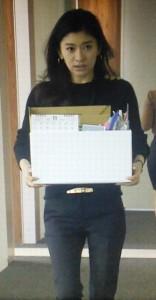 オトナ女子7話、篠原涼子(中原亜紀)が経理部へ移動する際のシーン黒ニット衣装着用