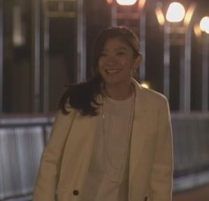 オトナ女子7話亜紀(篠原涼子)衣装白色ロングコート着用シーン11