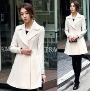 オトナ女子の7話亜紀(篠原涼子)が着用していた白色ロングコート衣装代替品1