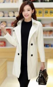 オトナ女子の7話亜紀(篠原涼子)が着用していた白色ロングコート衣装代替品2