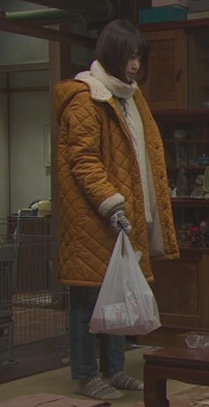 いつかこの恋を思い出してきっと泣いてしまう1話、杉原音(有村架純)黄色コート衣装着用シーン4