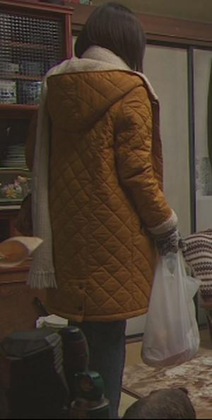 いつかこの恋を思い出してきっと泣いてしまう1話、杉原音(有村架純)黄色コート衣装着用シーン5