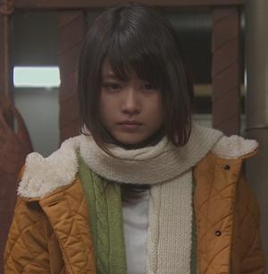 いつかこの恋を思い出してきっと泣いてしまう1話、杉原音(有村架純)黄色コート衣装着用シーン6