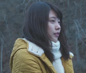いつかこの恋を思い出してきっと泣いてしまう1話、杉原音(有村架純)黄色コート衣装着用シーン0