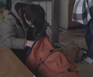 いつかこの恋を思い出してきっと泣いてしまう1話、林田音(杉原音・有村架純)衣装のバッグ(カバン)着用シーン1