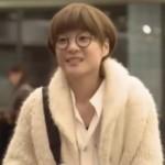 家族ノカタチ1話、熊谷葉菜子(上野樹里)白色ウールニットコート衣装着用シーン1