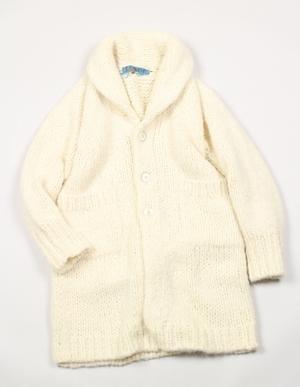 家族ノカタチ1,2話、熊谷葉菜子(上野樹里)白色ウールニットコート衣装