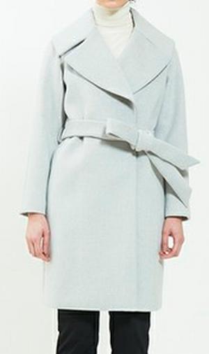 家族ノカタチ1話、上野樹里(熊谷葉菜子)ライトグレー・白色コート・ジャケット衣装