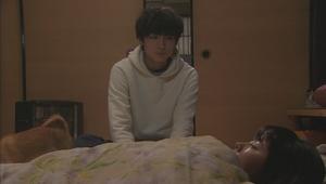 いつ恋(いつかこの恋を思い出してきっと泣いてしまう)2話、曽田練(高良健吾)白色ホワイトパーカー衣装シーン2