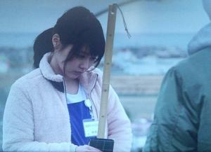 いつ恋(いつかこの恋を思い出してきっと泣いてしまう)1話、杉原音(林田音・有村架純)「食べ」三角いちご飴衣装シーン1