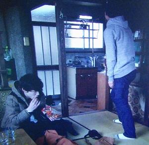 いつ恋(いつかこの恋を思い出してきっと泣いてしまう)1話、曽田練(高良健吾)灰色グレーパーカー衣装シーン3