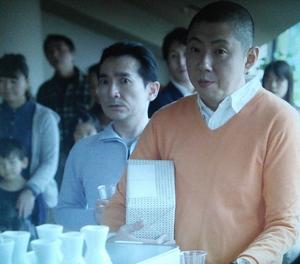家族ノカタチの奥田達士演じる役キャストの澤喜伸(さわよしのぶ)引越しパーティーにて、ひぇ~、おそろしい
