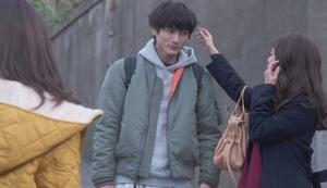 いつ恋3話、日向木穂子(高畑充希・キホちゃん)赤色ワインレッドストール衣装使用シーン3