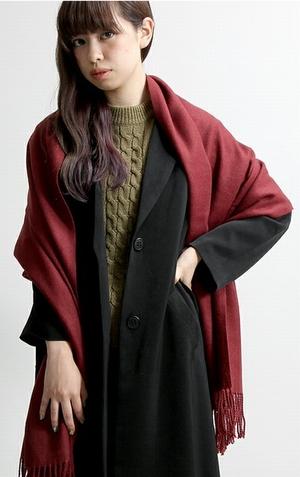 日向木穂子(高畑充希・キホちゃん)の赤色ワインレッドストール衣装