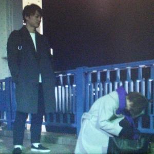 家族ノカタチ熊谷葉菜子(上野樹里)がバーを出て座り込むシーン