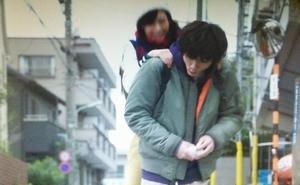 いつ恋2話ロケ地で曽田練(高良健吾)が市村小夏(森川葵)をおんぶした東京の坂道シーン2