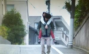 いつ恋2話ロケ地で曽田練(高良健吾)が市村小夏(森川葵)をおんぶした東京の坂道シーン4