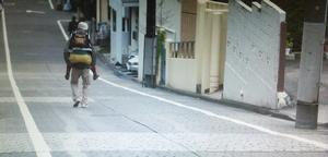 いつ恋2話ロケ地で曽田練(高良健吾)が市村小夏(森川葵)をおんぶした東京の坂道シーン5
