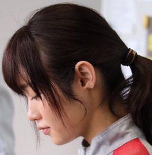月9ドラマラヴソング藤原さくら(佐野さくら)の耳の映っている画像