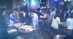 世界一難しい恋鮫島ホテルズ社長・柴山美咲(波瑠)達の行きつけの立ち飲みバー?立ち飲みレストラン?2