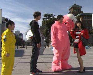 お迎えデス。1話でナベシマ・ゆずこ・堤円の前に現れるバイトの阿熊幸(あぐまさち土屋太鳳)