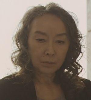 月9ラブソングレコード会社グリスターミュージック社長(取締役・音楽制作室長)の桑名喜和子はりりィ(リリィ)が演じる