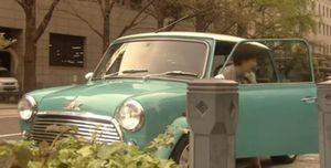 ドラマ世界一難しい恋(セカムズ)第4話青色・水色・スカイブルーのおしゃれな小型車ローバーミニのミニクーパー1
