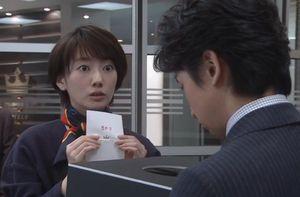 ドラマ世界一難しい恋(セカムズ)第4話視察に同行する社員を決めるため、柴山美咲(波瑠はる)にわざと当たりを引かせるくじ引き