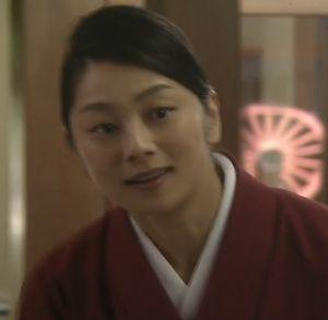 ドラマ世界一難しい恋(セカムズ)第4話秘書の村沖舞子(小池栄子)は、鮫島旅館の仲居だった。