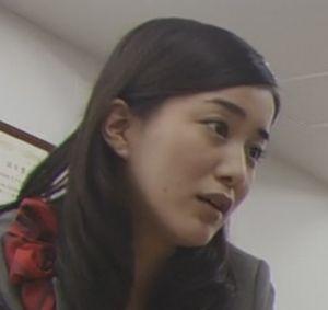 ドラマラヴソング第5話昼食時、佐野さくら(藤原さくら)の同僚女3人組のうちの1人小川奈々子は納富有沙(のうとみありさ)。