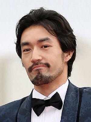 月9ラブソングインキュベーションという会社の弦巻竜介(つるまきりゅうすけ)役キャストの「大谷亮平」