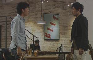 ラヴソング5話神代広平(福山雅治)は弦巻竜介(つるまきりゅうすけ)と喫茶店で会い佐野さくら(藤原さくら)のCDを渡す