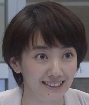 世界一難しい恋ヒロイン柴山美咲キャストの波瑠さんの笑った顔。話題になっている歯が見えますね。